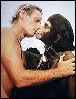Vem har sagt att håriga tjejer inte får kyssa snygga killar?