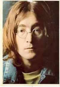 Lennon, lite trasig i kanterna